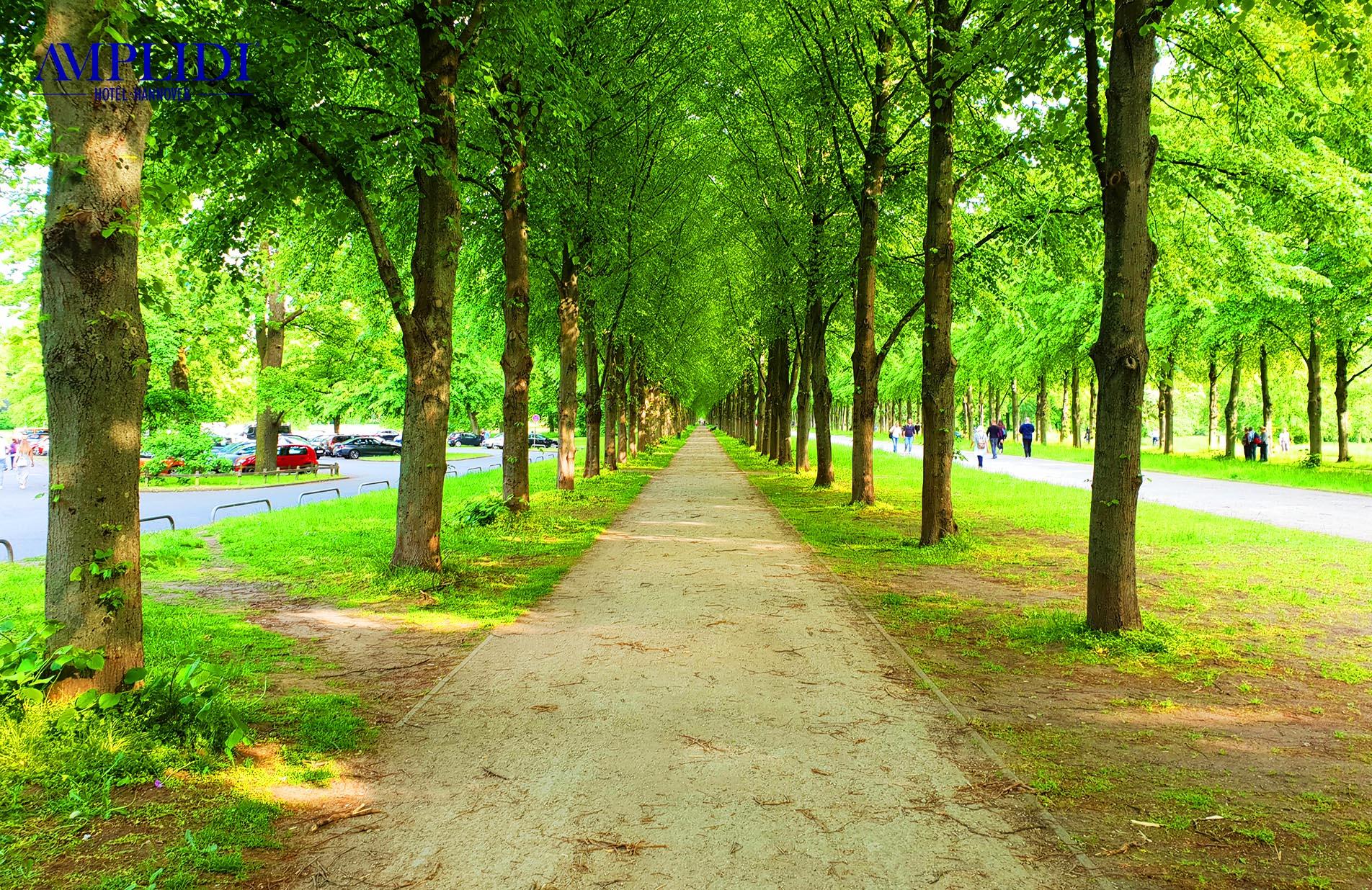 ausgebaute Fuß- und Radwege